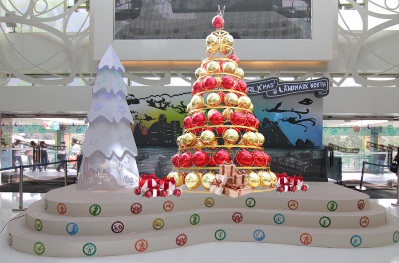 大型圣诞球树