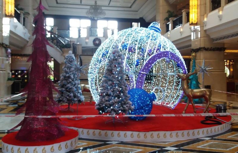 圣誕球主題裝飾場景
